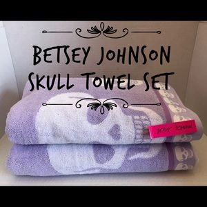 Betsey Johnson Towel Set